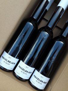 Blåbærvin i papkasse